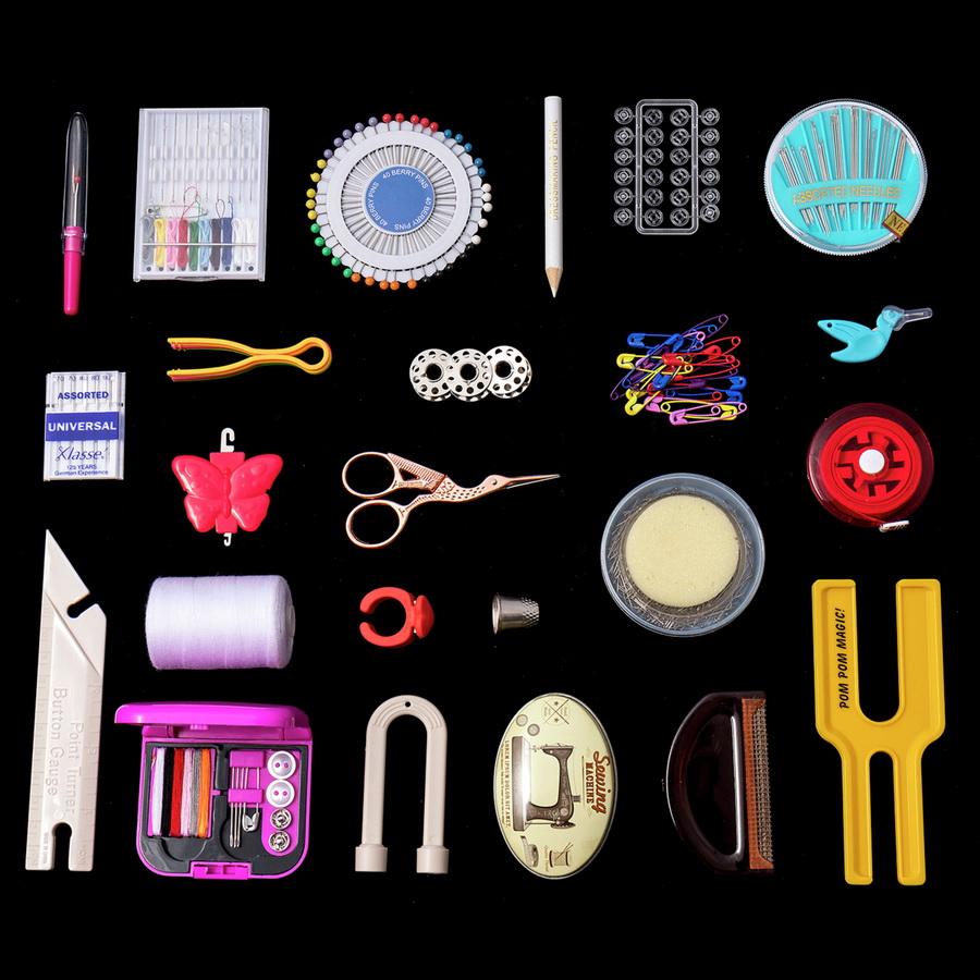 FREE P/&P 4 Piece Pack Hemline Plastic Hand Yarn Needles 2 Sizes