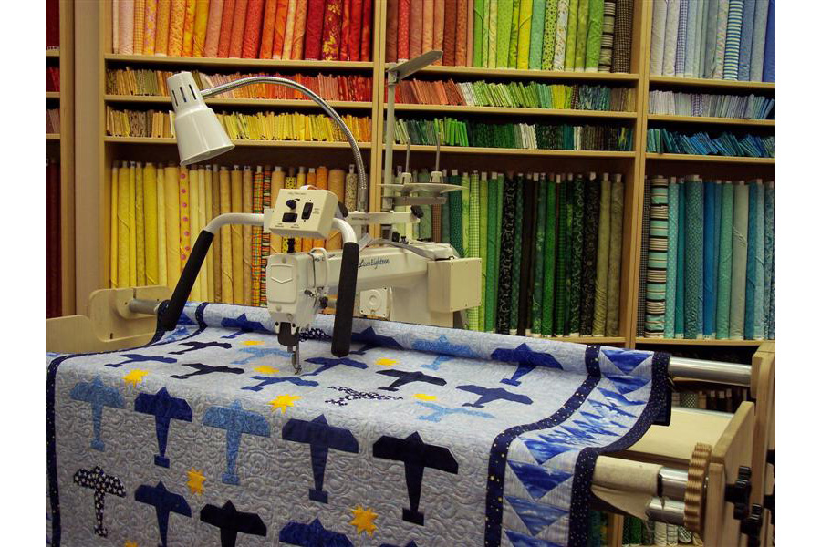 Tin Lizzie 18 Long Arm Quilting Machine w/ Stitch Regulator & Frame. Check Out Our Top of the Line 18 Inch Long Arm Below